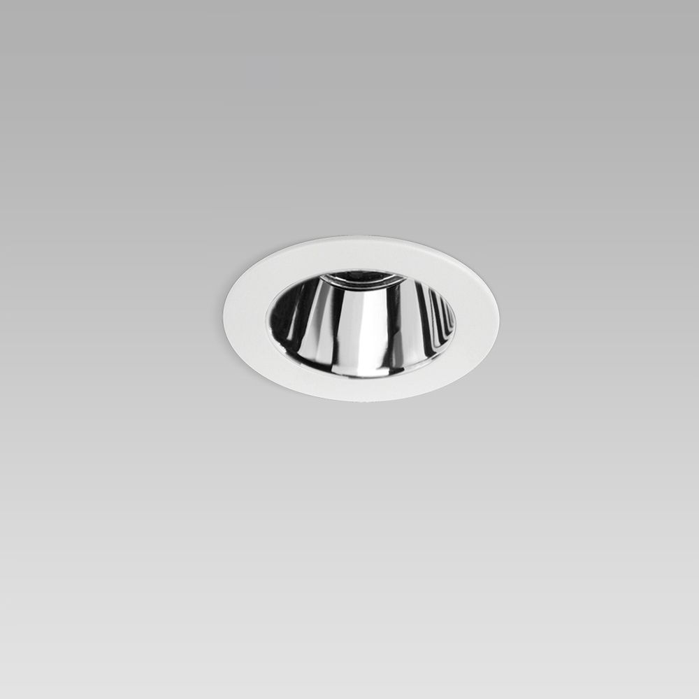 Round recessed ceiling downlight for interior lighting with protruding frame and chrome-plated optic