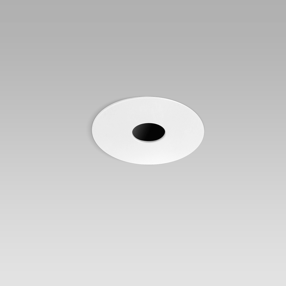 Round recessed ceiling downlight for interior lighting with symmetric pinhole optic